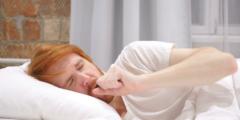 كيفية علاج الكحة الشديدة أثناء النوم طبيعيا