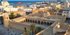 في أي عهد بنيت القيروان التونسية؟ وسبب تسميتها